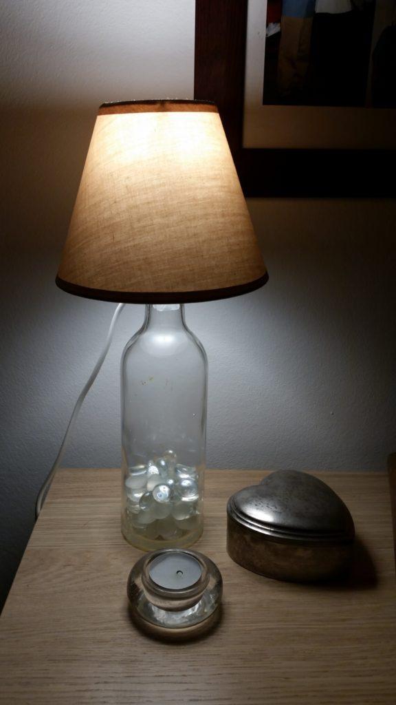 lampen aus alten flaschen. Black Bedroom Furniture Sets. Home Design Ideas